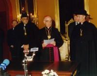 Mons. Joan Martí Alanis durant l'acte de signatura de la Constitució andorrana, el dia 29 d'abril de 1993