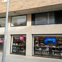 Nueva tienda Moda-Re de Cáritas diocesana en Balaguer