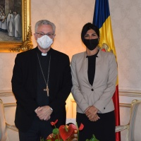 El Arzobispo y Copríncipe recibe la Consejera General Carine Montaner